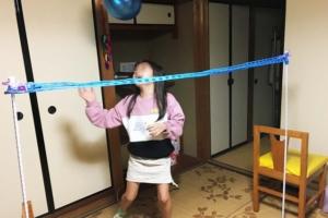 「風船バレー」なら家の中でも運動不足解消! ネットを作る方法は?