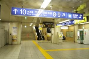 JR京都駅の「八条東口」へ向かう通路