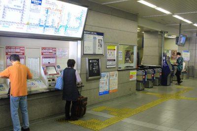 阪急神戸三宮駅の西改札口横きっぷ売り場