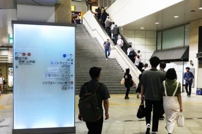 阪神神戸三宮駅「西口改札」からJR三ノ宮駅へ向かう大階段